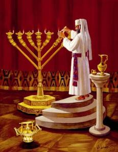 priest_prepares_the_menorah_3